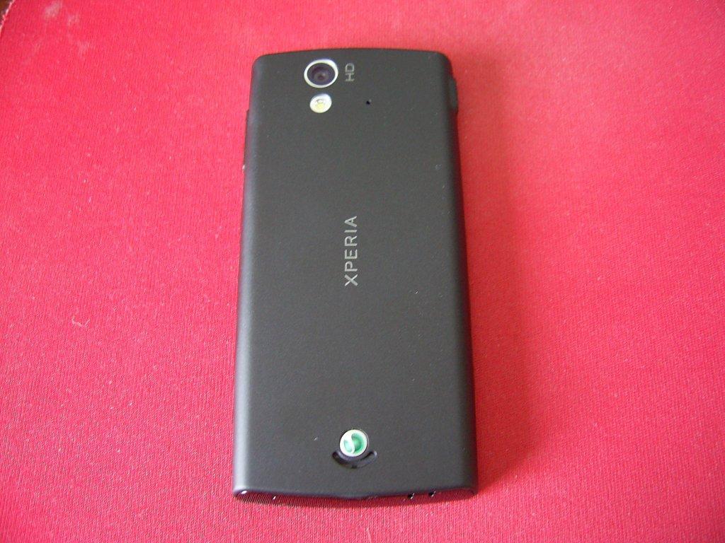 Sony Ericsson Xperia ray sa zadnje strane