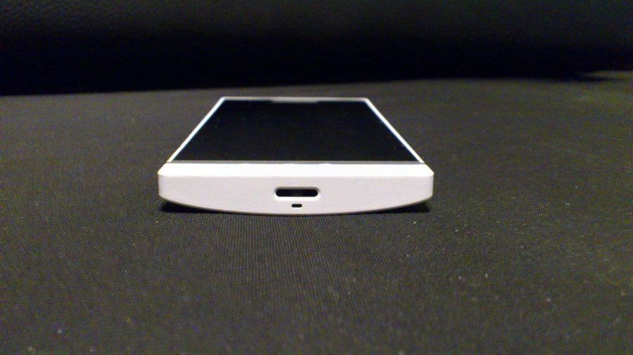 donja strana Xperia S