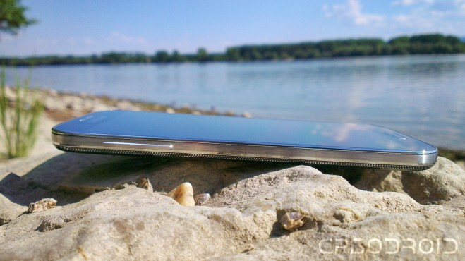 Samsung Galaxy S4 in nature 009